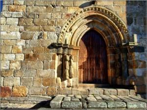Puerta del Monasterio de San Martín de Castañeda